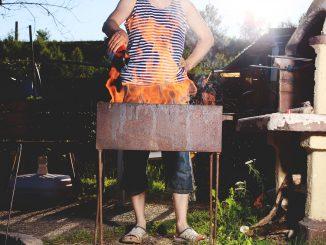 Grillprofi am grillen