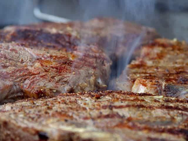 Leckere gegrillte Steaks