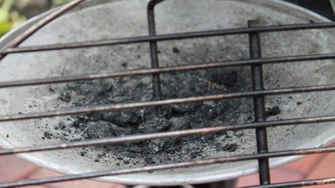 Weber Holzkohlegrill Reinigen : Den grill richtig reinigen holzkohle grills