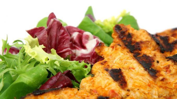 salate als grillbeilage der klassiker holzkohle. Black Bedroom Furniture Sets. Home Design Ideas