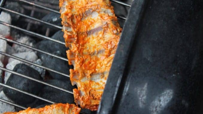 Spareribs Gasgrill Weber : Saftige rippchen spareribs marinade mit honig und senf rezept